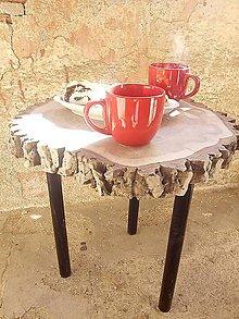 Nábytok - príručný stolík ORECH s kôrou - 10494294_