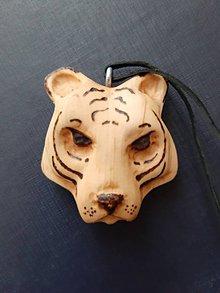 Náhrdelníky - Drevený prívesok, tiger - 10493854_