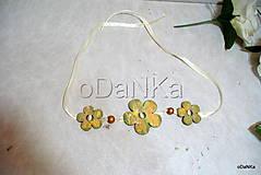 Náhrdelníky - drevený kvetinový náhrdelník - 10498956_