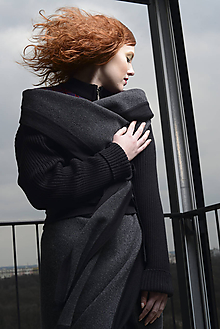 Kabáty - pletený jarní plášť KLEMENT (Šedá) - 10498141_
