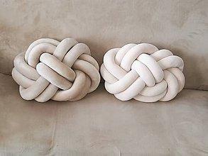 Úžitkový textil - Pletený vankúš - 10499989_