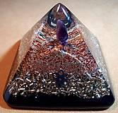 Dekorácie - Orgonitová pyramídka s ametystom, horským kryštálom, keltskou špirálou a filigránmi - 10502780_