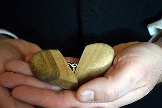 """Prstene - Šperkovnica z orechového dreva """"Vezmeš si ma?"""" - 10500482_"""