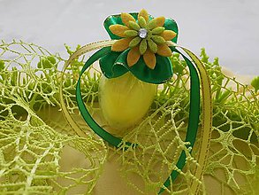 Dekorácie - Veľkonočné vajíčko pierkové - žlté so sukienkou a kvietkom - 10501542_