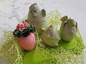 Dekorácie - Veľkonočné vajíčko polystyrénové so sukienkou a kvietkami - 10501640_
