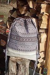 Folklórny batoh v kombinácií s ľanom