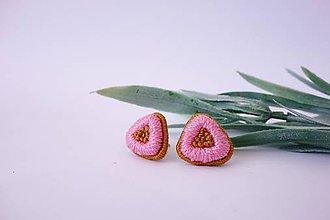 Náušnice - Vyšívané napichovacie náušnice v pastelových odtieňoch (ružové) - 10500354_