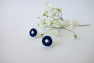 Náušnice - Vyšívané napichovacie náušnice (modrobiele) - 10500463_