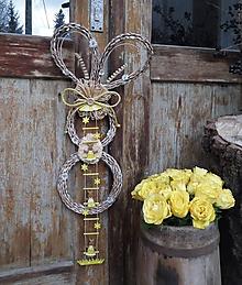 Dekorácie - Závesná veľkonočná dekorácia - zajačik ušiačik - 10506370_
