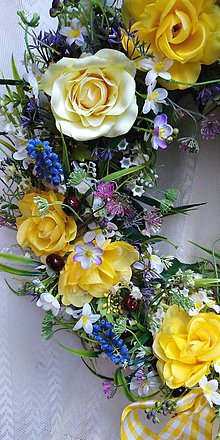 Dekorácie - Veniec na zavesenie... žlté ruže - 10506356  150af8f9ee4