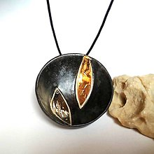 Náhrdelníky - Keramický šperk z kolekcie V KRUHU- Zlato a platina - 10506722_