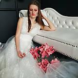 Šaty - Svadobné šaty z bodkovanej vyšívanej tylovej krajky s bolerovými rukávmi zvlášť - 10506636_