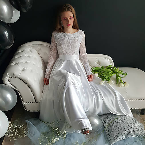 0bb5cf3ba62f Svadobné šaty s dlhým rukávom a kruhovou saténovou sukňou   Dyona ...