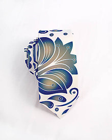 Doplnky - Pánska kravata - potlač FOLK ROSES (modro-zlatý folk na bielej) - 10504528_