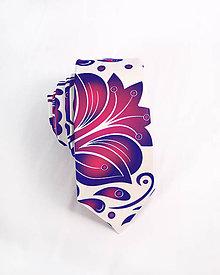 Doplnky - Pánska kravata - potlač FOLK ROSES (modro-ružový folk na bielej) - 10504540_