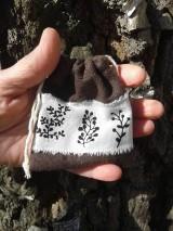 Úžitkový textil - malé hnedé vrecuško - 10505232_