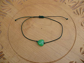 Náramky - jednoduchý šnúrkový náramok s Jadeitovým srdcom - 10504922_