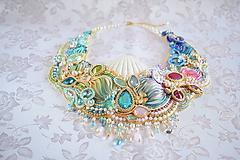 Náhrdelníky - Vyšívaný náhrdelník