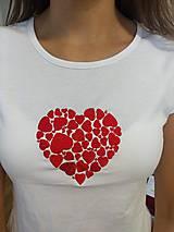 Vyšívané dámske tričko s motívom