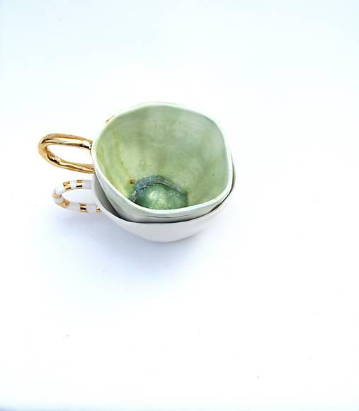šálka bielo zelená so zlatou glazúrou