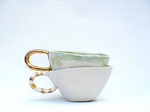 Nádoby - šálka so zlatou glazúrou - 10509801_