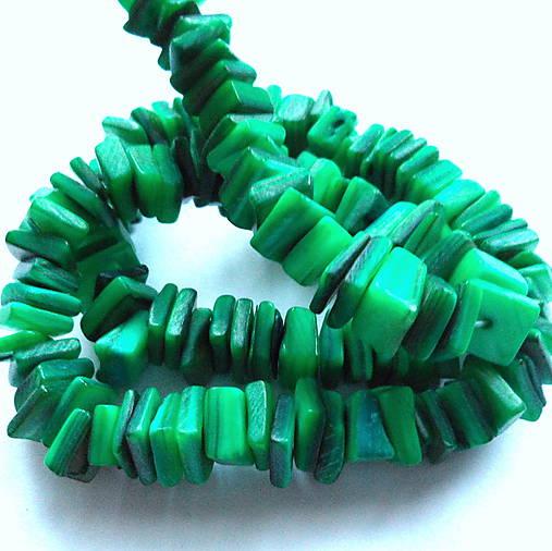 Perleťové kamienky-návlek cca 39cm (zelená)