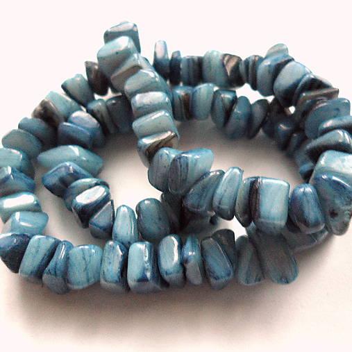 Perleťové kamienky-návlek cca 39cm (modrá)