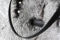 Veľké tašky - Koženo-kožušinová SHOPPER kabelka-ČIERNO-SIVÁ - 10512603_