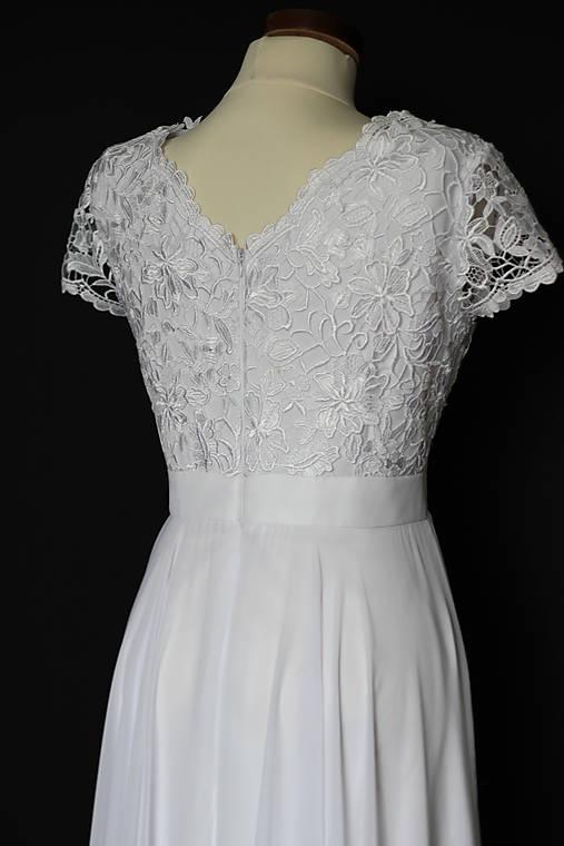 Body  kruhová sukňa a opasok Svadobné šaty z hrubej krajky s ... e1794c0e047