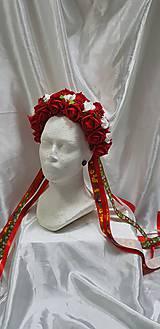 Svadobná kvetinová parta bo folklórnom štýle na čepčenie