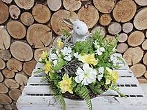 Dekorácie - Veľkonočný aranžmán so zajačikom - 10512232_