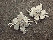 Obuv - biele perleťové ivory klipy na topánky - 10515815_