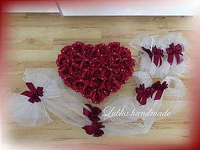 Dekorácie - Výzdoba svadobného auta - srdce z kvetov a šerpa - 10518375_