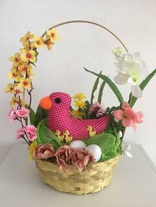 Dekorácie - Košík-aranžmán s ružovou kačičkou - 10517999_