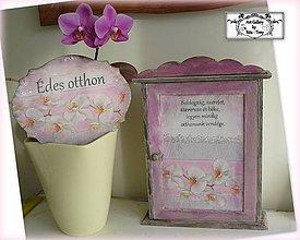 """Nábytok - Skrinka na klúče s textom """"Orchids"""" :) - 10516185_"""