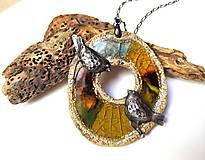 Náhrdelníky - Keramický šperk s cínovými vtáčikmi  Záhradný príbeh - 10519669_
