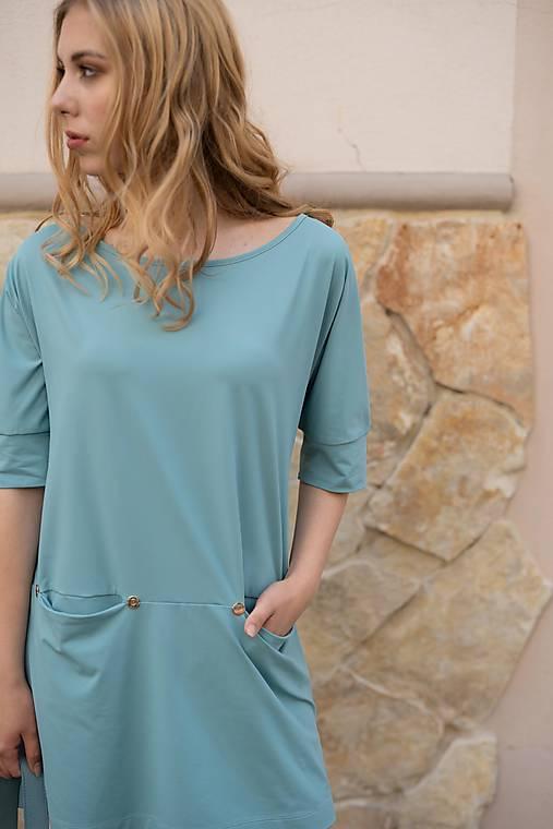 Šaty - Modré mini šaty s výstrihom vzadu - 10519139_