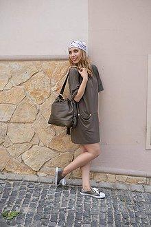 Šaty - Hnedé mini šaty s výstrihom vzadu - 10519198_