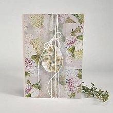 Papiernictvo - Kraslica v zajatí kvetov - veľkonočný pozdrav - 10520363_