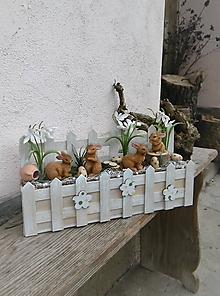 Dekorácie - Jarná dekorácia so zajačikmi - 10524282_