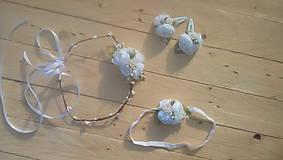 Ozdoby do vlasov - Biele nežné kvetinové doplnky - 10524349_