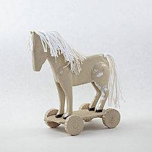 Dekorácie - Koník keramický na kolieskach. Rozmer 15 x 12 cm - 10522181_
