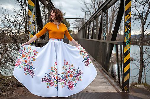 Dlhá kruhová sukňa farebná
