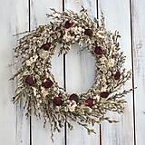 Dekorácie - Elegantný veniec z bahniatok a ruží - 10528352_
