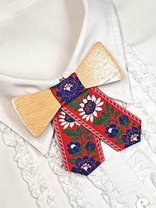 Náhrdelníky - Dámsky drevený motýlik - 10525299_