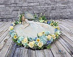 Dekorácie - Rozprávková víla pri jazere na drevenom pláte - 10528614_
