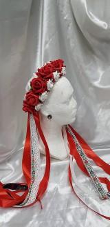 Kvetinová z červených a bielych kvetov so stuhami s ľudovým motívom, na čepčenie, na redový
