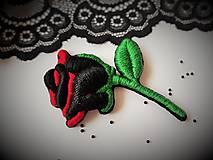 Odznaky/Brošne - Tajomstvo ruže - vyšívaná brošňa - 10527038_