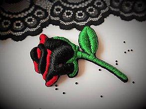 Odznaky/Brošne - Tajomstvo ruže - ručne vyšívaná brošňa - 10527038_