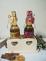 Darčekové balenie dvojitej medoviny v drevenom vyrezávanom stojane